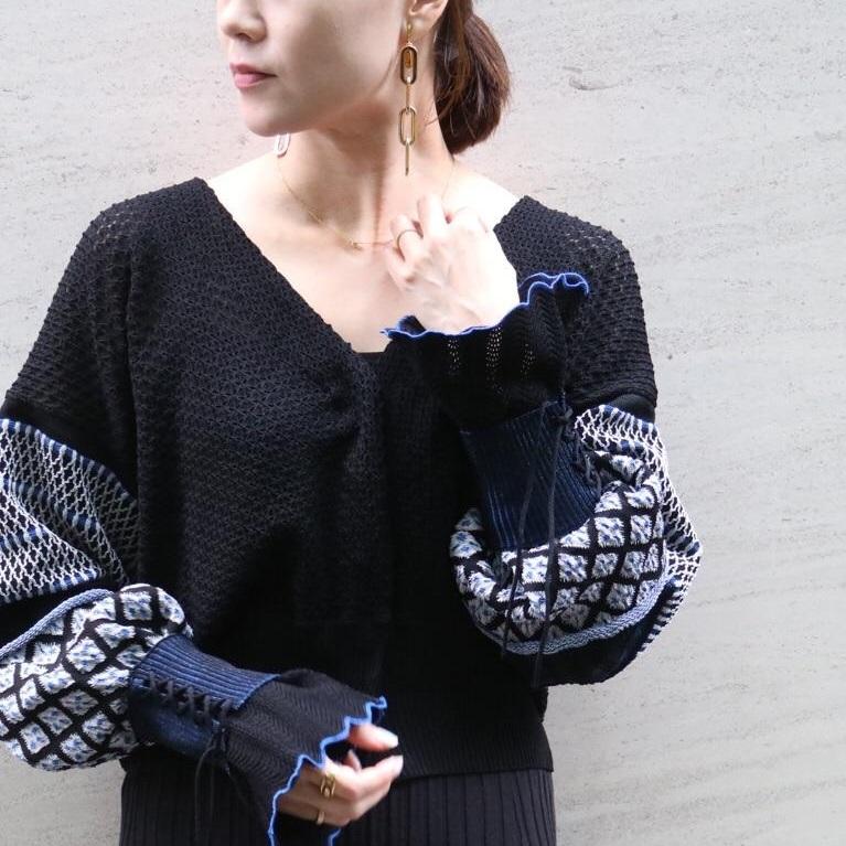 【19AW新作の中でNo.1ヒット!!】mameらしさが際立つ美しいニット刺繍カーデ。